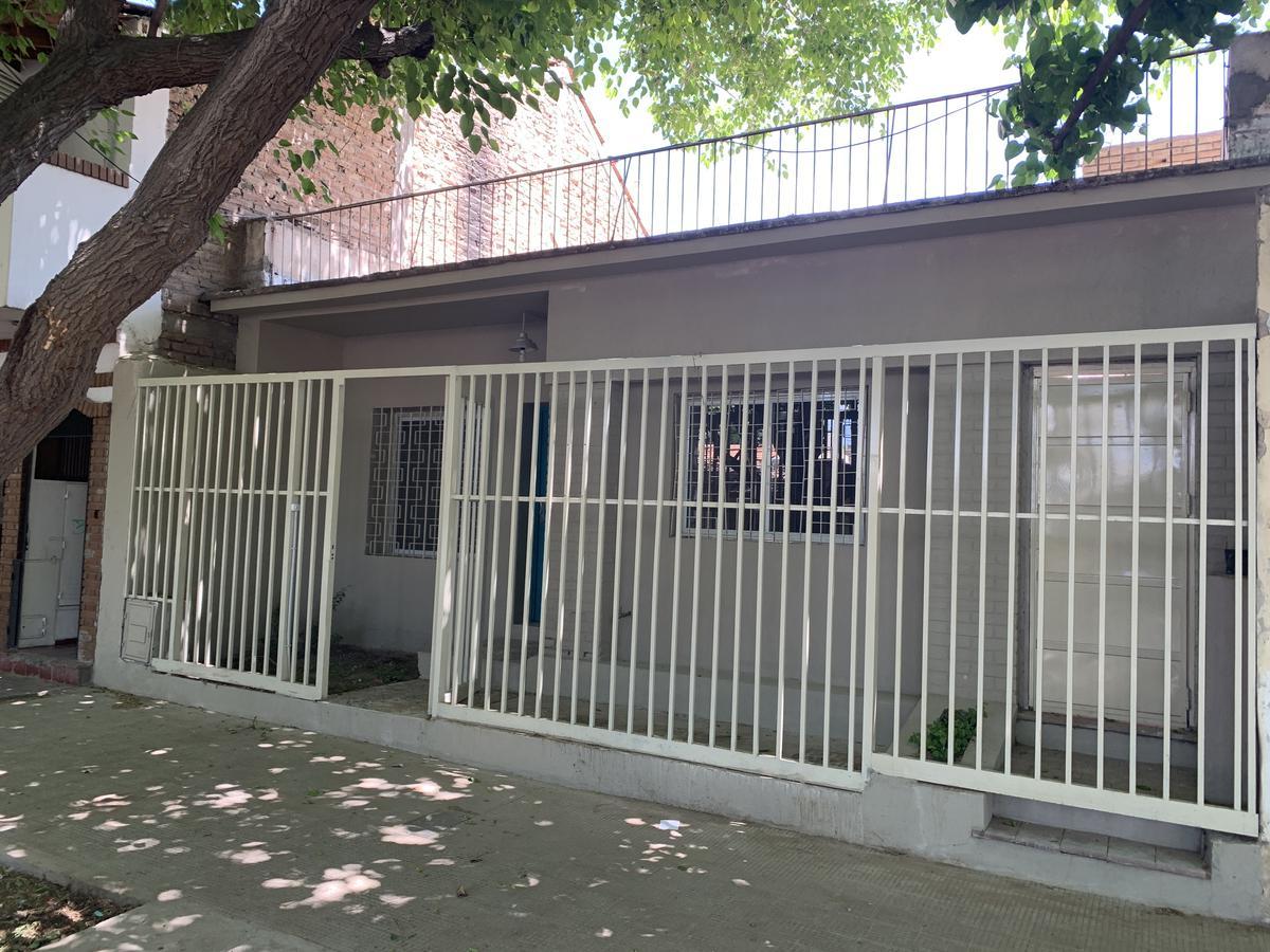 Foto Casa en Venta en  Capital ,  Mendoza  Francisco Moyano 2852