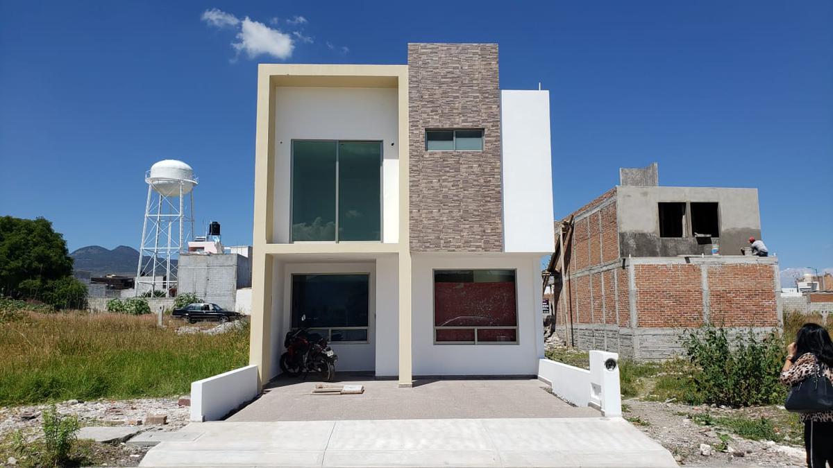 Foto Casa en Venta en  Morelia ,  Michoacán  FRACC. HACIENDA CORRALEJO (PRIVADO)