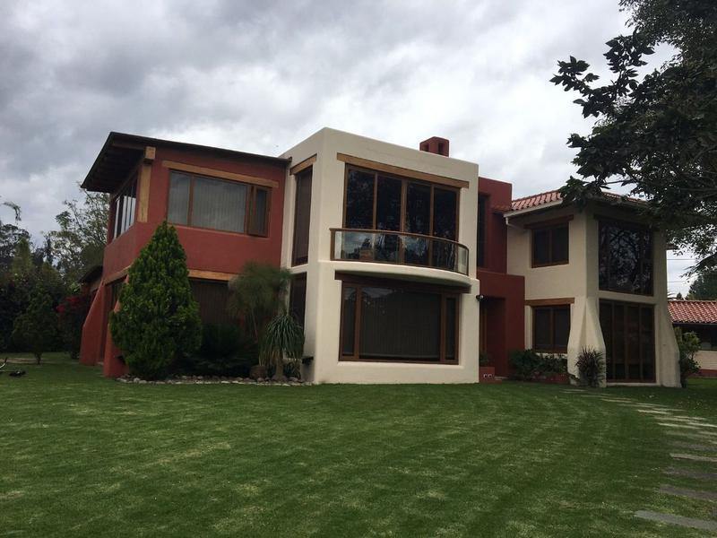 Foto Casa en Venta en  Puembo,  Quito  PUEMBO SE VENDE CASA RODEADA DE NATURALEZA CON AMPLIOS JARDINES