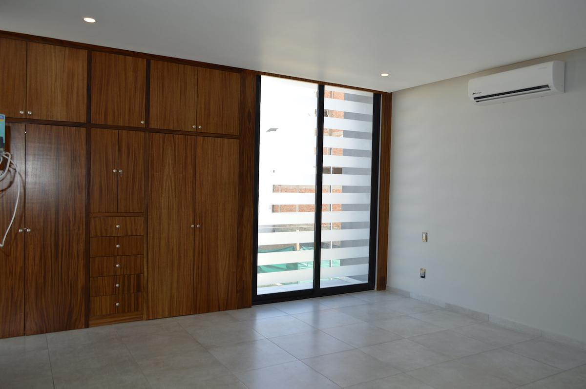 Foto Casa en Venta en  Fraccionamiento Valle Imperial,  Zapopan  Formosa 630 91 Coto Almendro