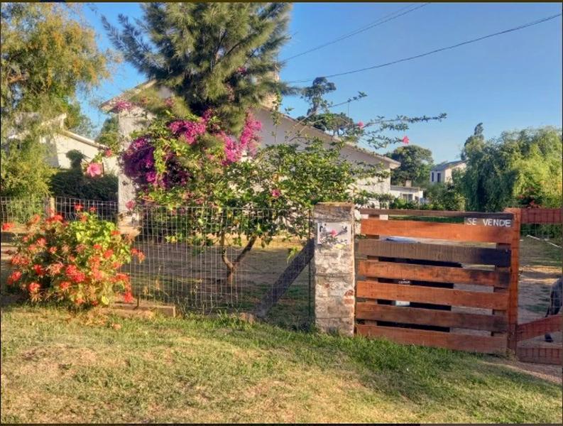 Foto Casa en Venta en  Lagomar ,  Canelones  a tres cuadras al sur de ruta Interbalnearia
