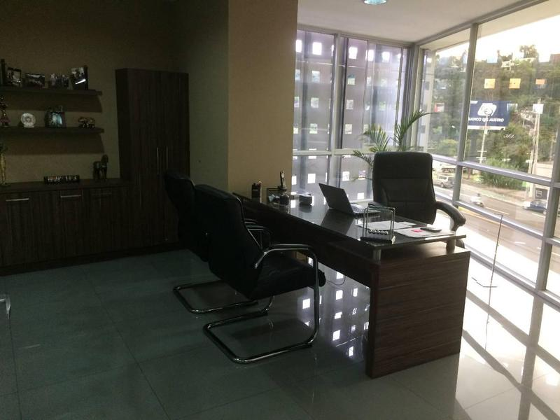 Foto Oficina en Venta | Alquiler en  Cumbayá,  Quito  CUMBAYA