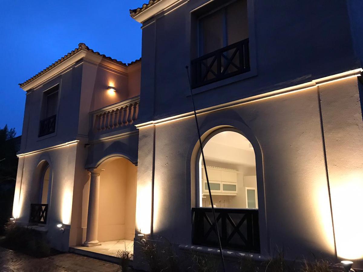 Foto Casa en Venta en  Tigre,  Tigre  Venta casa 7 amb con parque y piscina, LA Alameda, Nordelta, Tigre.