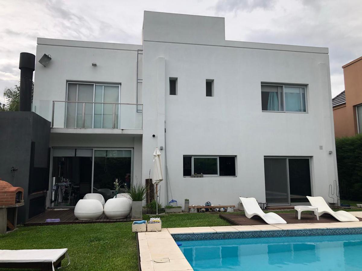 Foto Casa en Venta en  Altos Del Sol,  Countries/B.Cerrado (Ituzaingó)  Horario Quiroga al 4900