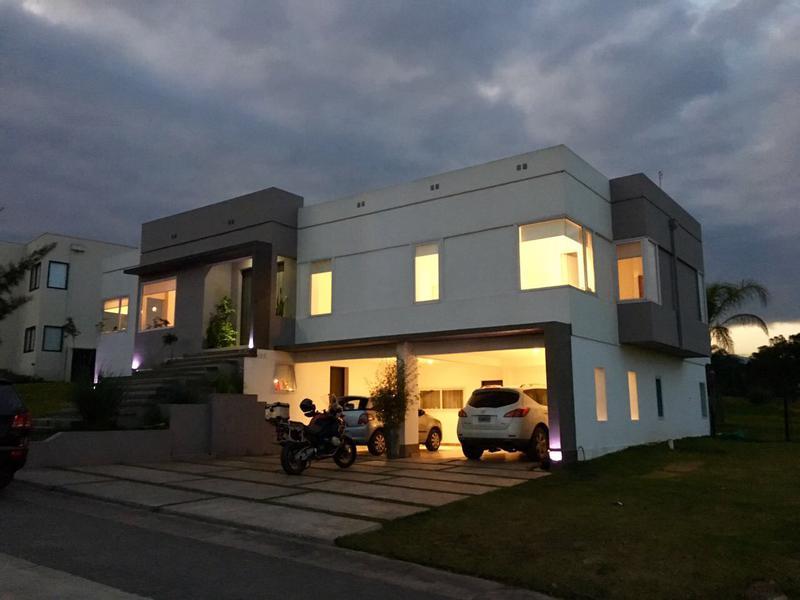 Foto Casa en Venta en  Countries/B.Cerrado (Yerba Buena),  Yerba Buena  Las Jarillas Country Club