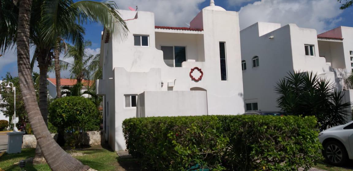 Foto Casa en Renta en  Playacar,  Solidaridad  Casa en Renta en Playacar en Playa del Carmen