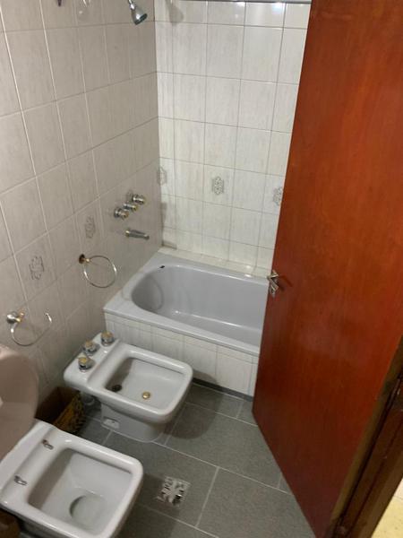 Foto Local en Alquiler en  Aconquija,  San Miguel De Tucumán  Av brigido terán  125/127