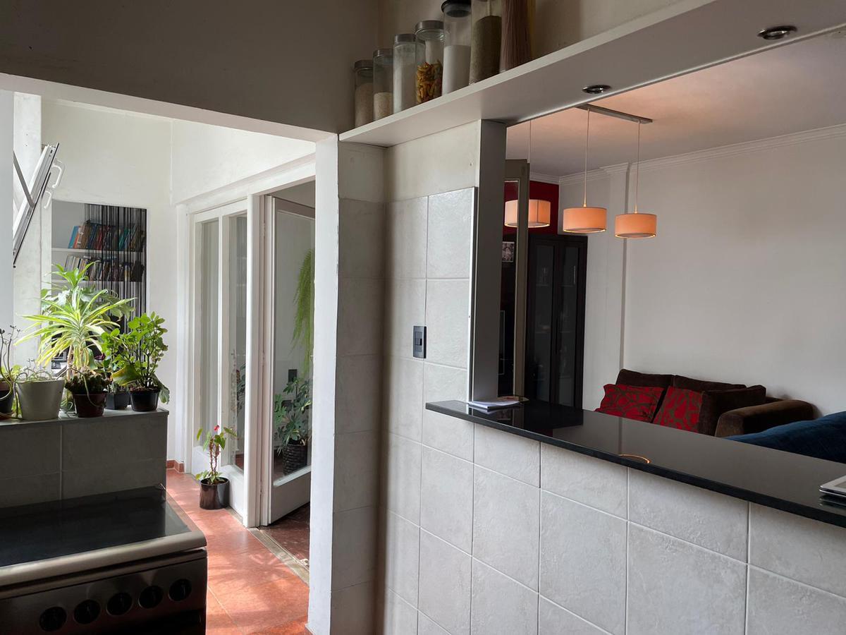 Foto Apartamento en Venta en  Centro (Montevideo),  Montevideo   2 dormitorios y servicio piso alto