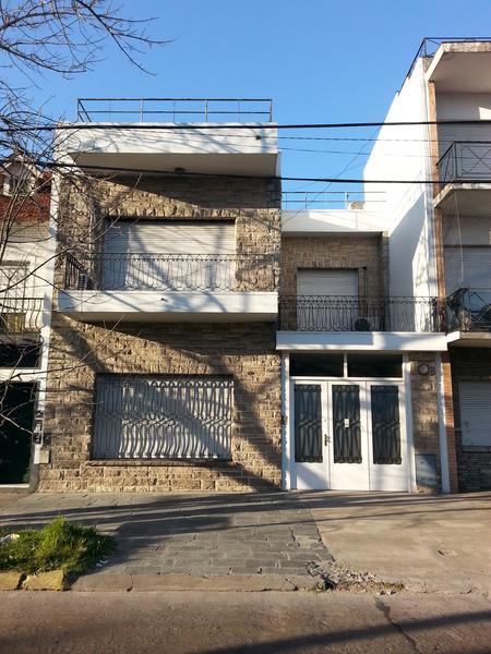 Foto Casa en Venta en  Lomas de Zamora Oeste,  Lomas De Zamora  Rivera 376