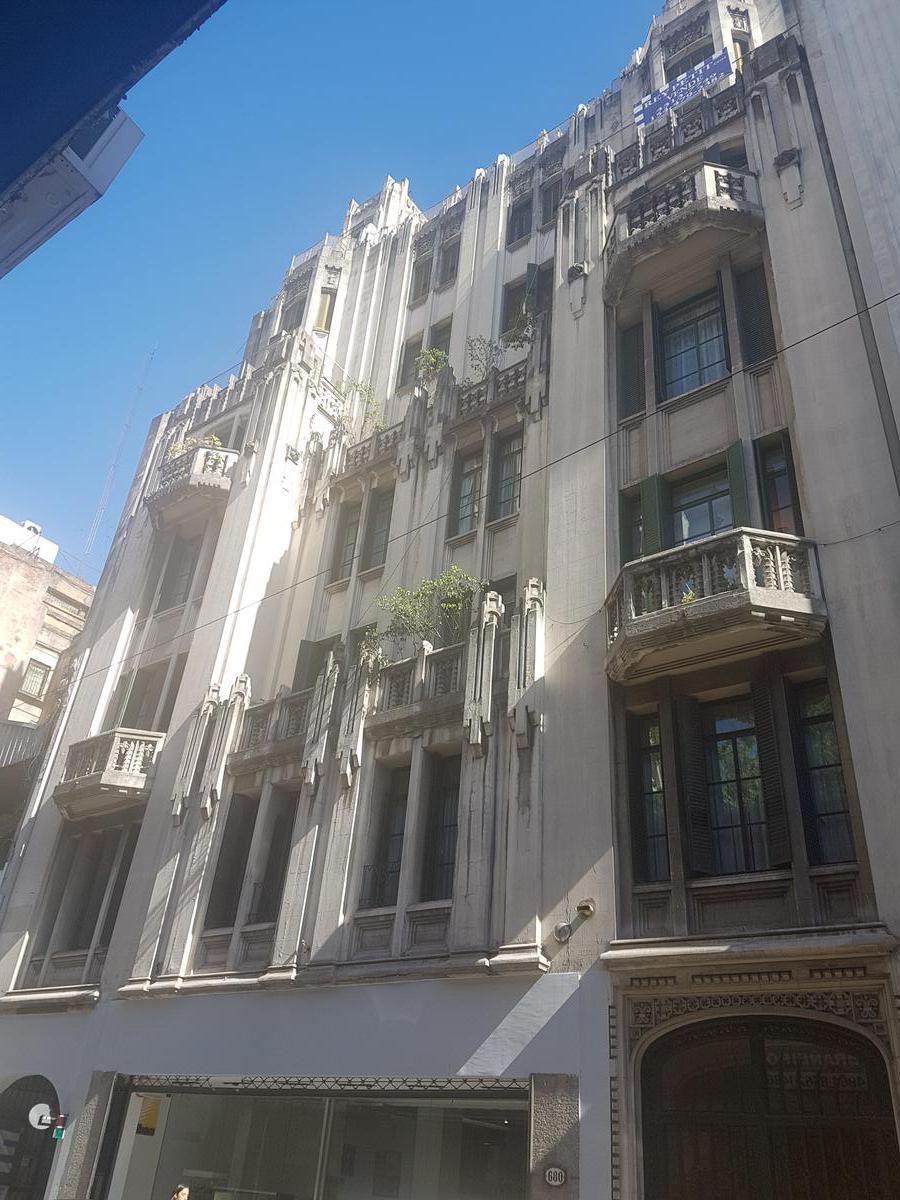 Foto Departamento en Venta    en  Centro ,  Capital Federal  Viamonte  al 600