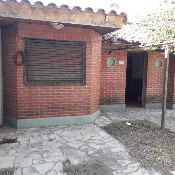 Foto Casa en Venta en  Valentin Alsina,  Lanús  LOMAS VALENTINAS al 1600