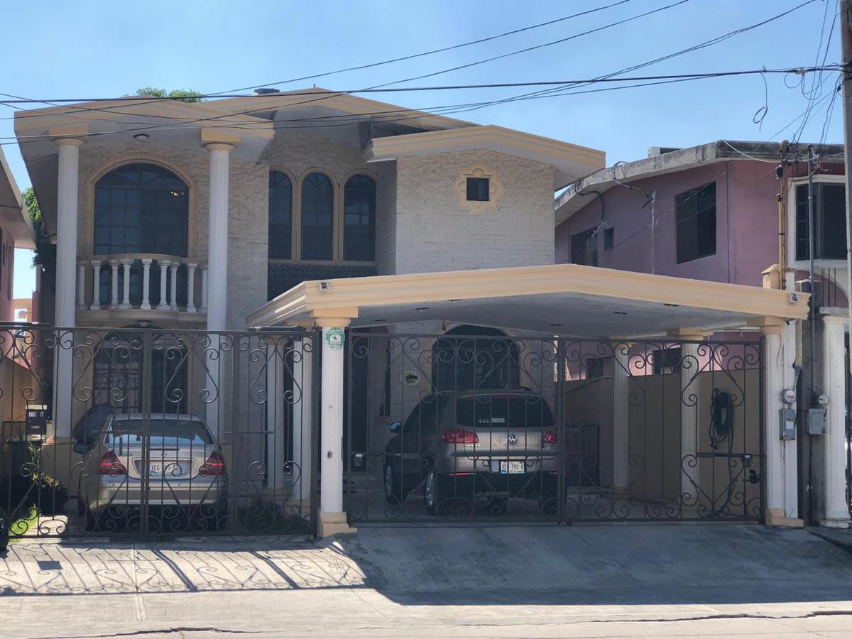 Foto Casa en Venta en  Ampliacion Ampliación Unidad Nacional,  Ciudad Madero  Excelente casa con 5 recámaras y patio en Col. Ampliación Unidad Nacional