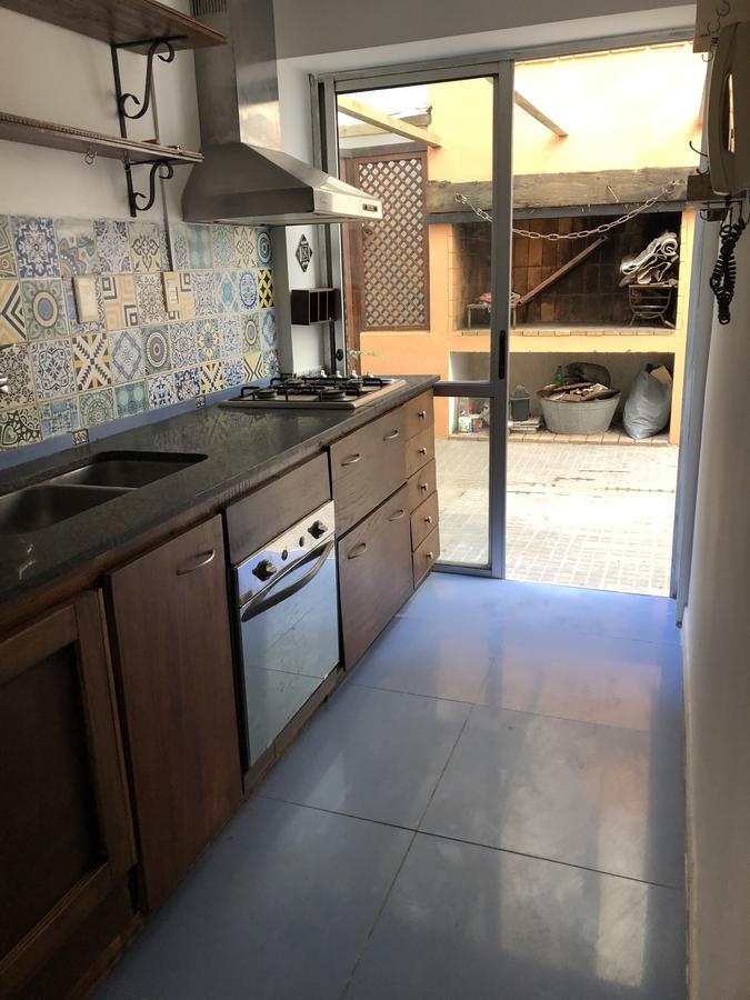 Foto Apartamento en Alquiler en  Ciudad Vieja ,  Montevideo  Piedras y 33  - 4 Dorm con Patio y Parrillero