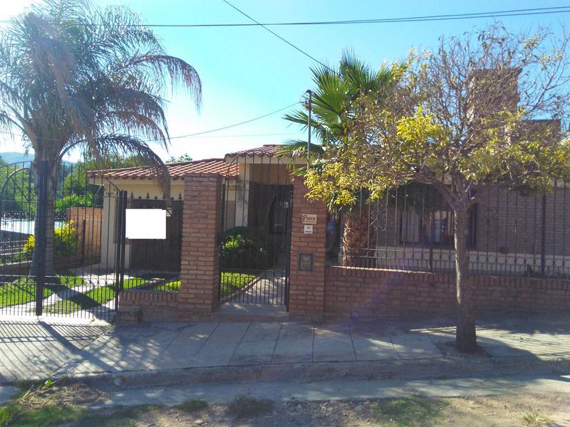 Foto Casa en Venta en  Villa Carlos Paz,  Punilla  paris al 100
