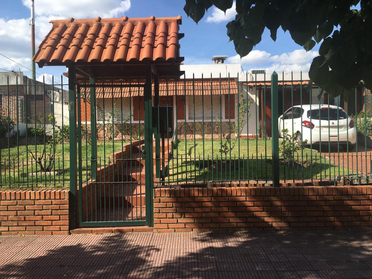 Foto Casa en Venta en  Colón ,  Montevideo  Barrio Peñarol - muy lindo chalet - Casa y 2 aptos
