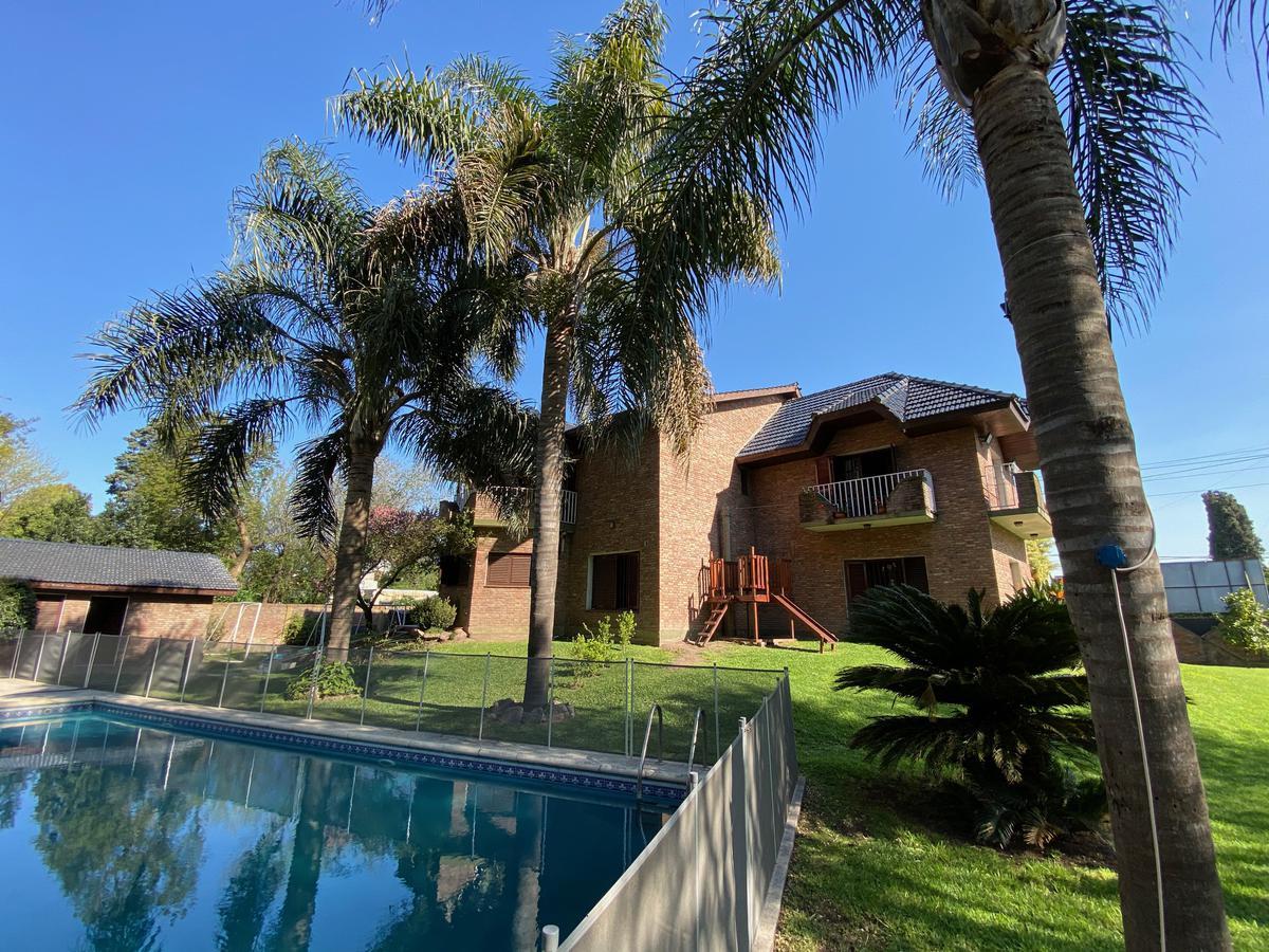Foto Casa en Venta | Alquiler temporario en  San Miguel ,  G.B.A. Zona Norte  Gaspar Campos al 3600
