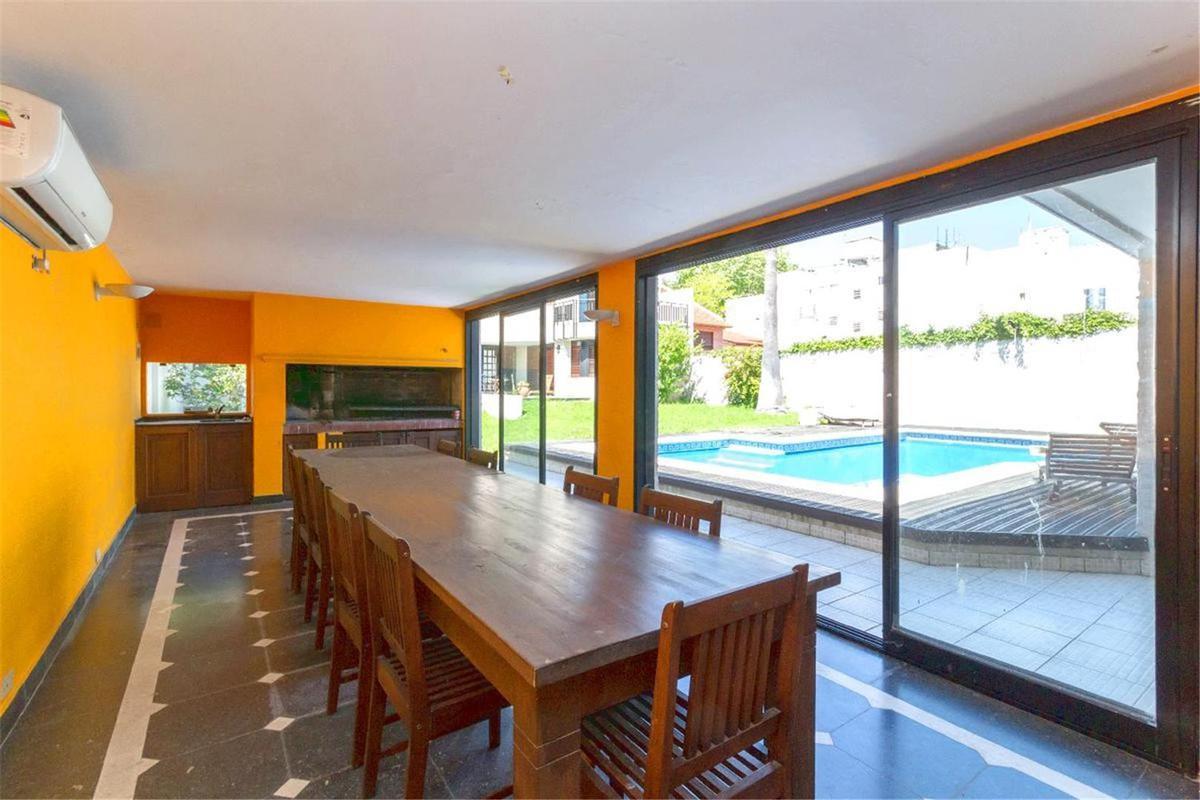 Foto Casa en Venta en  Olivos,  Vicente Lopez  Ricardo Gutierrez al 1700  PERMUTA/FINANCIACION