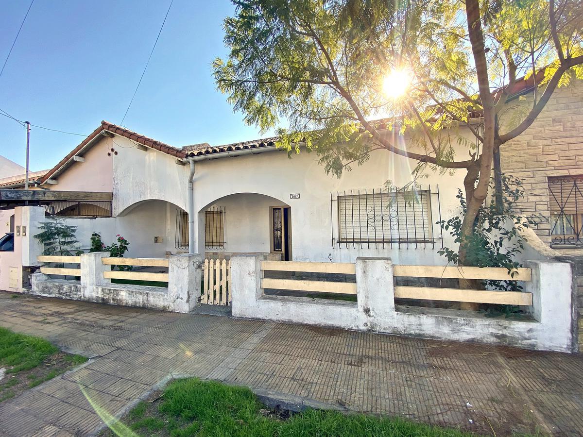 Foto Casa en Venta en  Villa Adelina,  San Isidro  Los Plátanos al 2200