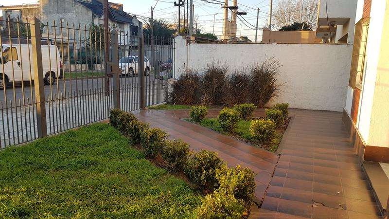 Foto Depósito en Venta en  Moron Sur,  Moron  Aberastain al 500