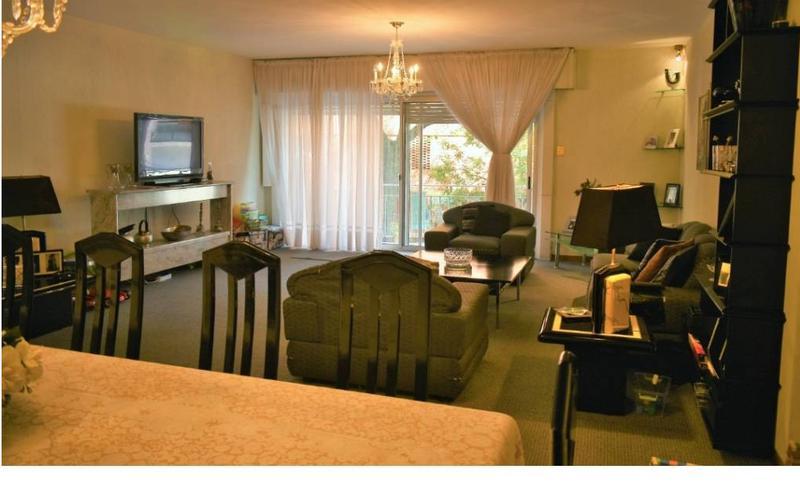 Foto Departamento en Venta en  Pocitos ,  Montevideo  A metros de la Rambla  tres dormitorios, servicio completo, patio