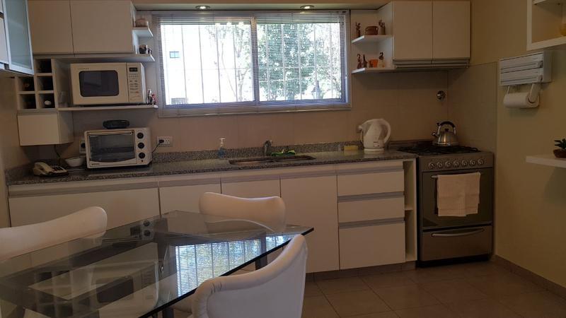 Foto Casa en Venta en  Castelar Norte,  Castelar  Santa Rosa al 600