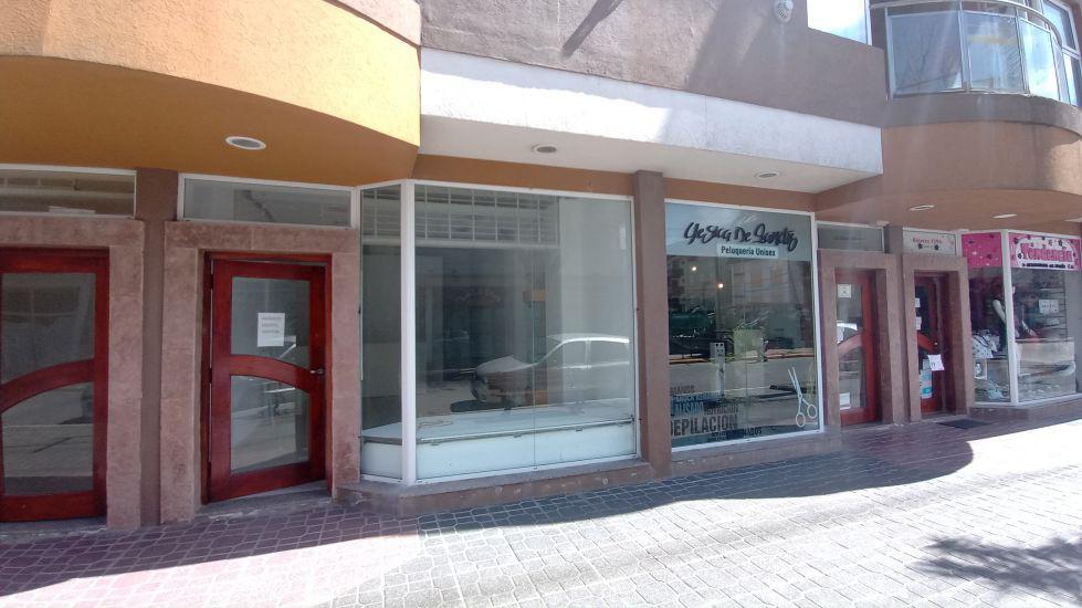 Foto Local en Alquiler en  San Bernardo Del Tuyu ,  Costa Atlantica  Chiozza 1786