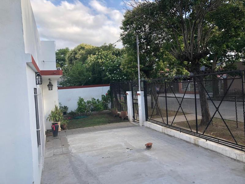 Foto Casa en Venta en  Ezeiza ,  G.B.A. Zona Sur  LINIERS 787 ESQUINA CASTELLI EZEIZA