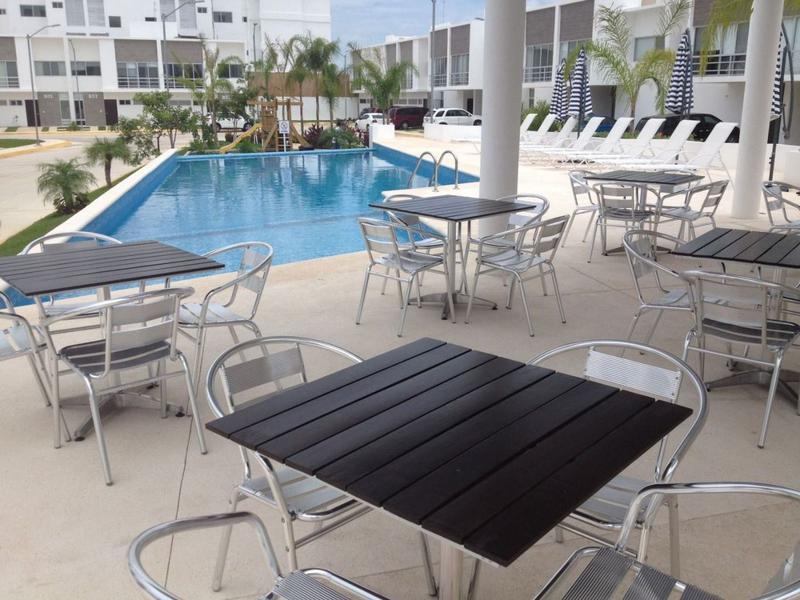 Foto Casa en condominio en Renta en  Fraccionamiento El Pedregal,  Banderilla  Rento Casa Cancun, Astoria Av Huayacan, cerca Cumbres, 3 Rec, Alberca