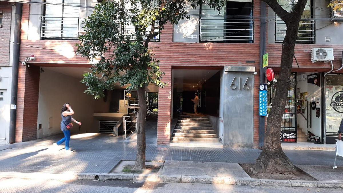 Foto Cochera en Venta en  Barrio Sur,  San Miguel De Tucumán  ALBERDI al 600