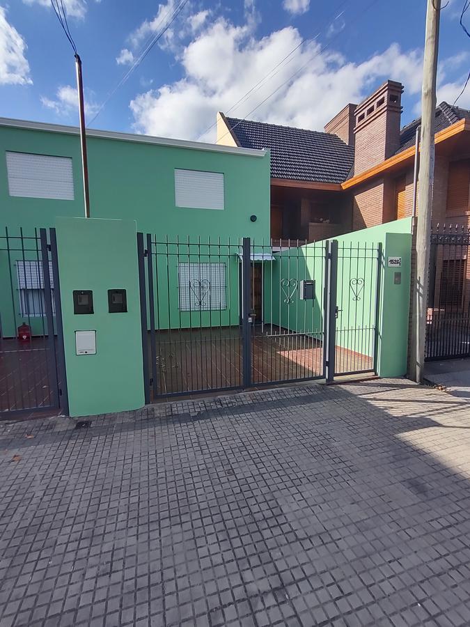 Foto PH en Venta en  Los Hornos,  La Plata  141  63 y  64