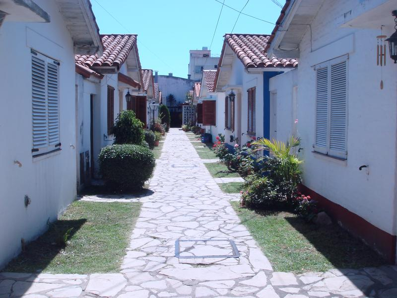 Foto Casa en Alquiler en  Lomas de Zamora Oeste,  Lomas De Zamora  VIAMONTE al 700
