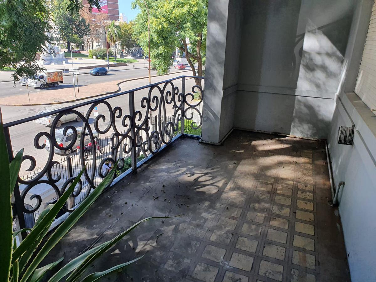 Foto Oficina en Alquiler en  Pocitos ,  Montevideo   BV ARTIGAS ESQ AV. BRASIL