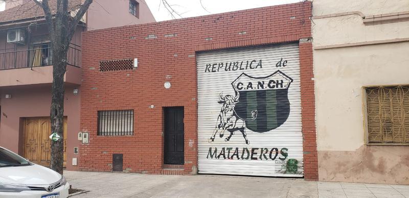 Foto Depósito en Alquiler en  Mataderos ,  Capital Federal  Depósito 200 m2 cubiertos, con oficinas, baños y vestuarios, Justo Suárez al 7000, mataderos.