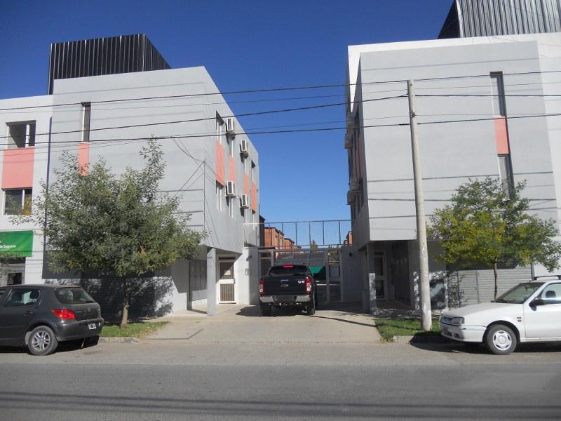 Foto Casa en Alquiler en  Neuquen,  Confluencia  SAN MARTIN al 4800