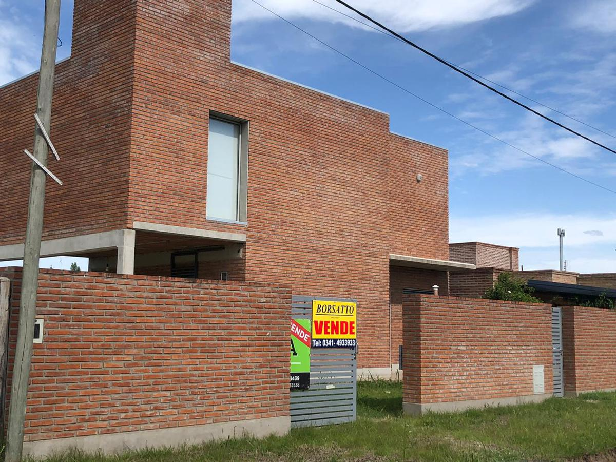 Foto Casa en Venta en  Funes ,  Santa Fe  Gustavo Cochet al 500
