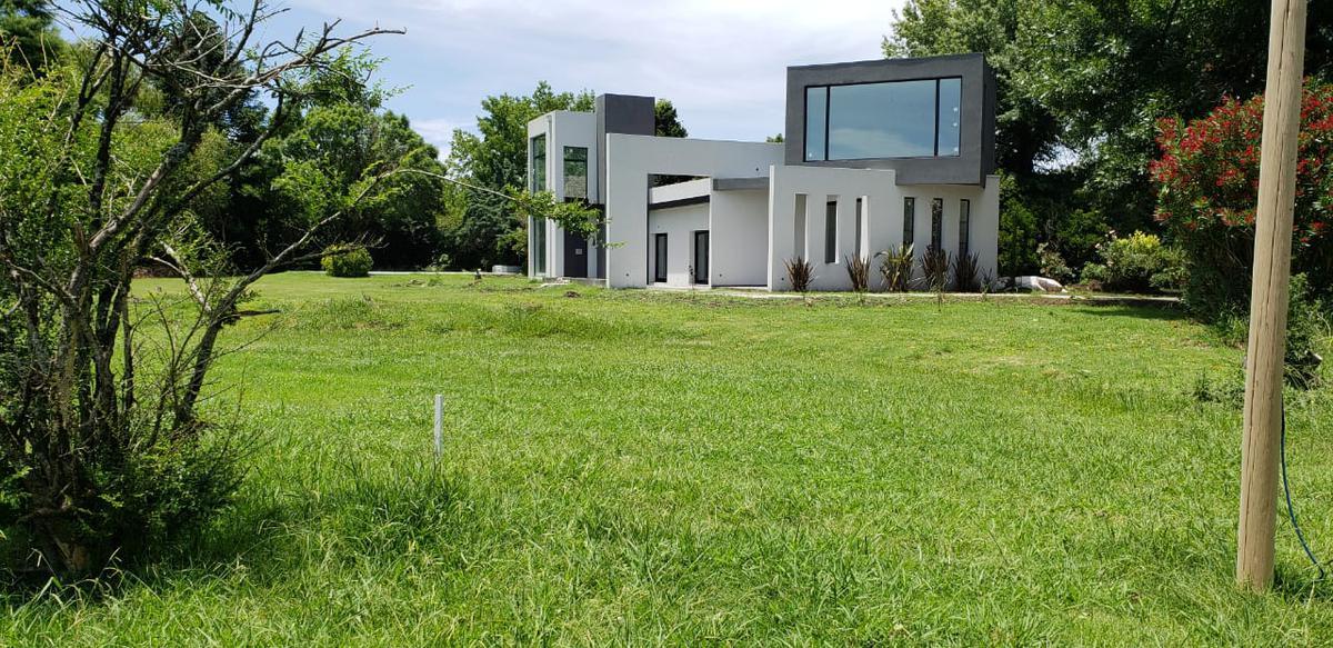 Foto Casa en Venta en  Carmel C.C,  Countries/B.Cerrado (Pilar)  Moderna casa a estrenar en el barrio Carmel Pilar Km. 55,5