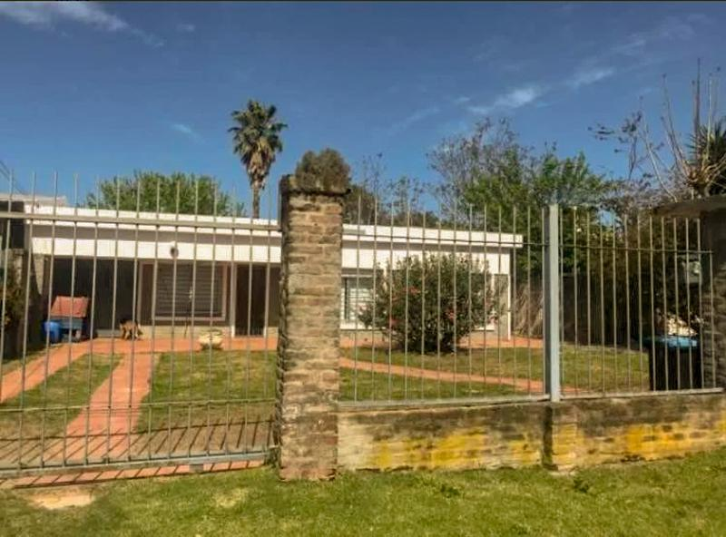 Foto Casa en Venta en  Solymar ,  Canelones  Al sur de Av. Giannattasio