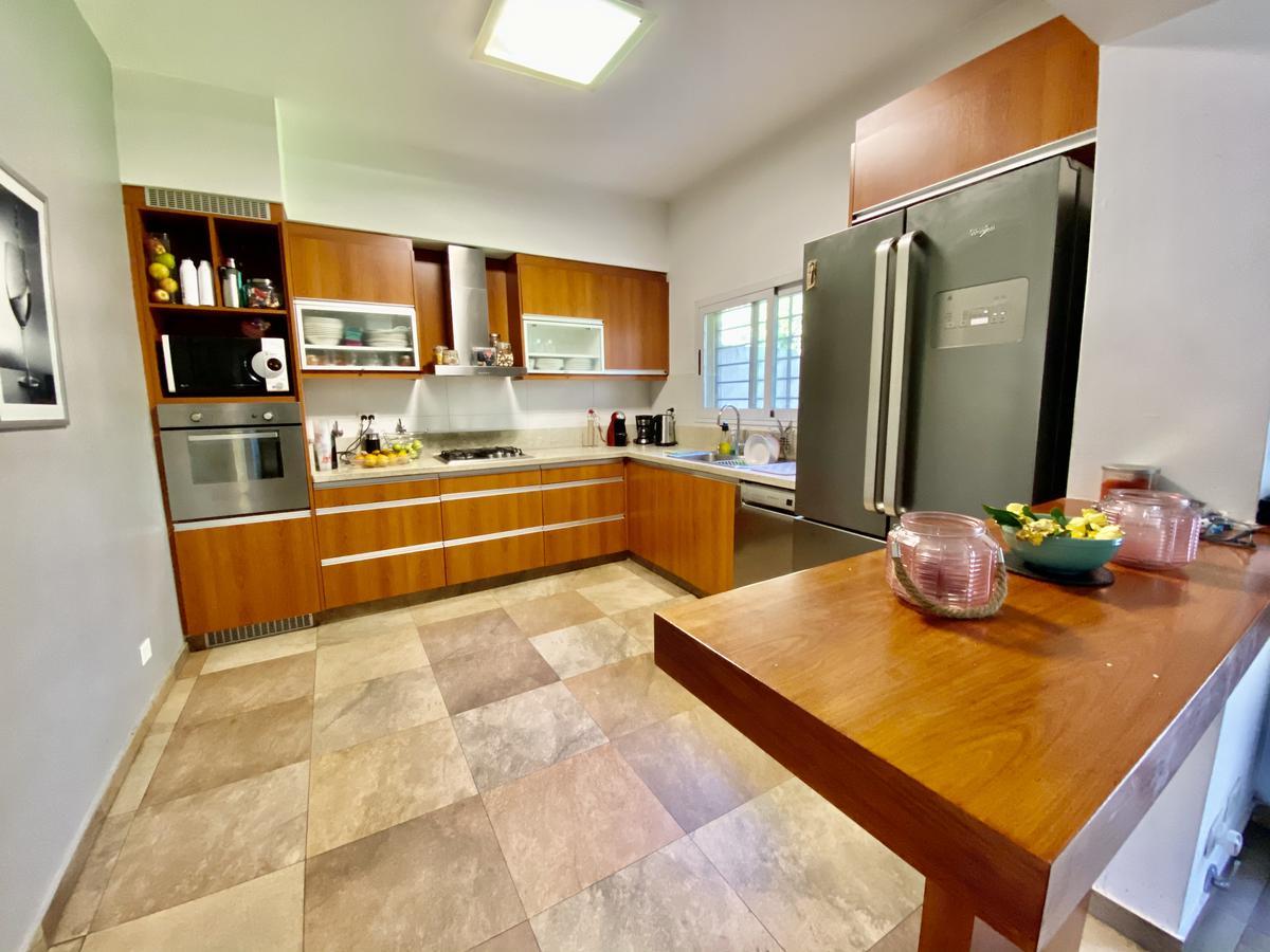 Foto Casa en Venta en  Olivos-Roche,  Olivos  Amador al 3000