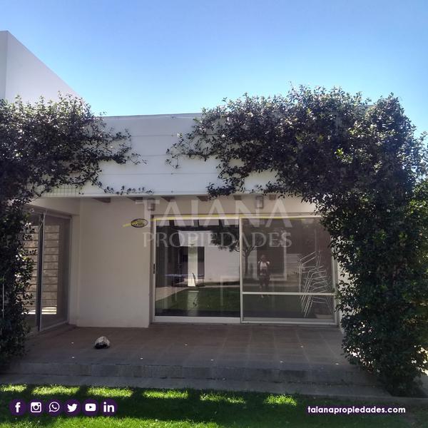 Foto Casa en Venta en  Manantiales Country,  Cordoba Capital  Country Manantiales  