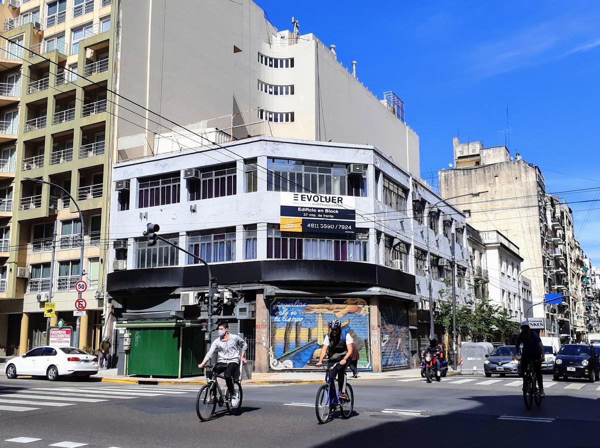 Av Corrientes al 1900