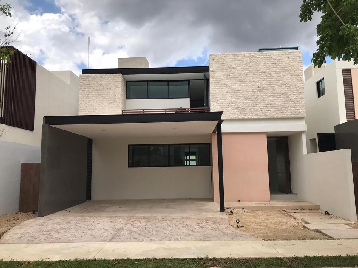 Foto Casa en Renta en  Temozon Norte,  Mérida  Rento exclusiva residencia en privada en Temozón Norte.