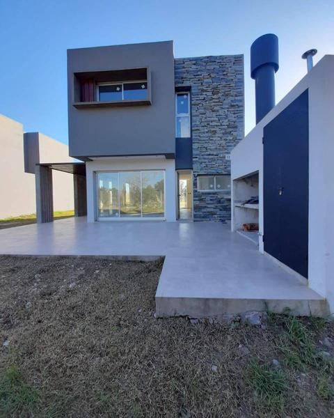 Foto Casa en Venta en  La Plata ,  G.B.A. Zona Sur  501 y 151 J. Gorina - La Plata