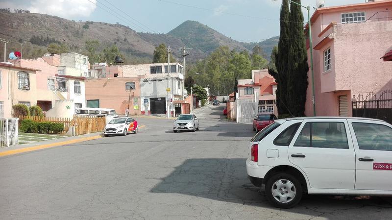 Foto Casa en Venta en  Real del Bosque,  Tultitlán  Av. Real del Bosque  51-A