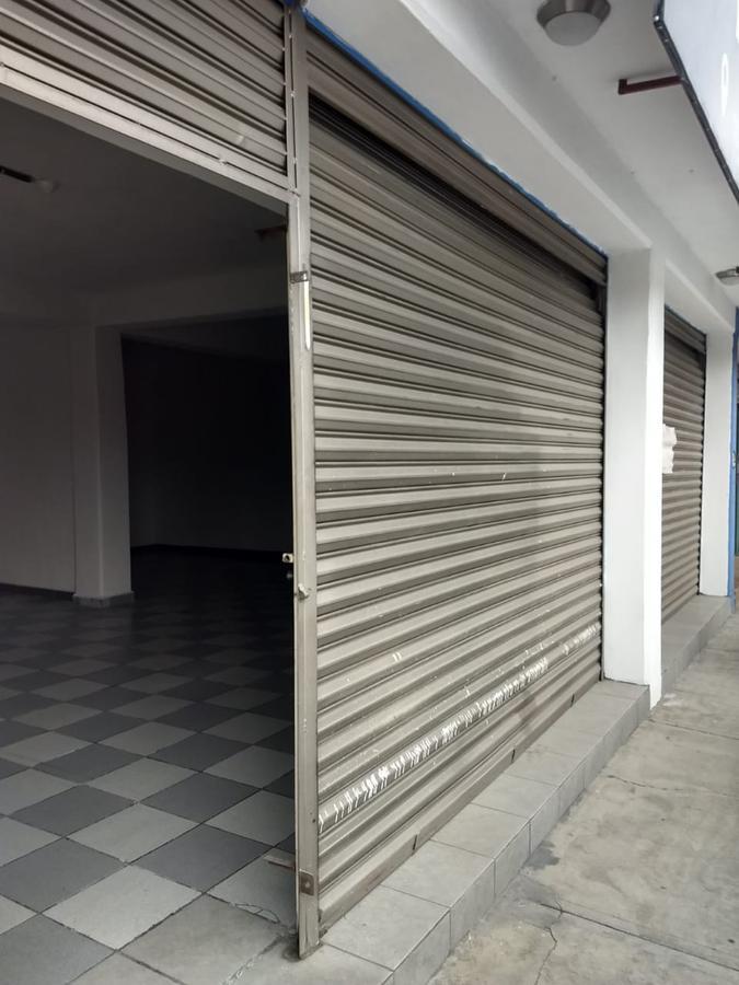 Foto Local en Renta en  San Bartolomé Tlaltelulco,  Metepec  Local en renta en Metepec, a pie de carretera, rumbo a Zacango, en excelente estado, ubicación y afluencia vehicular