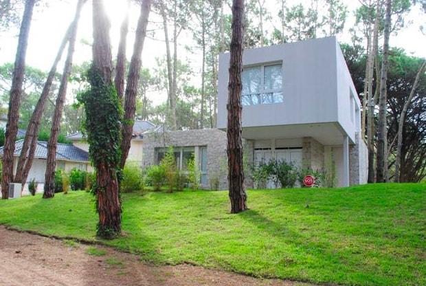Foto Casa en Venta en  Carilo ,  Costa Atlantica  Casuarina y Perdiz