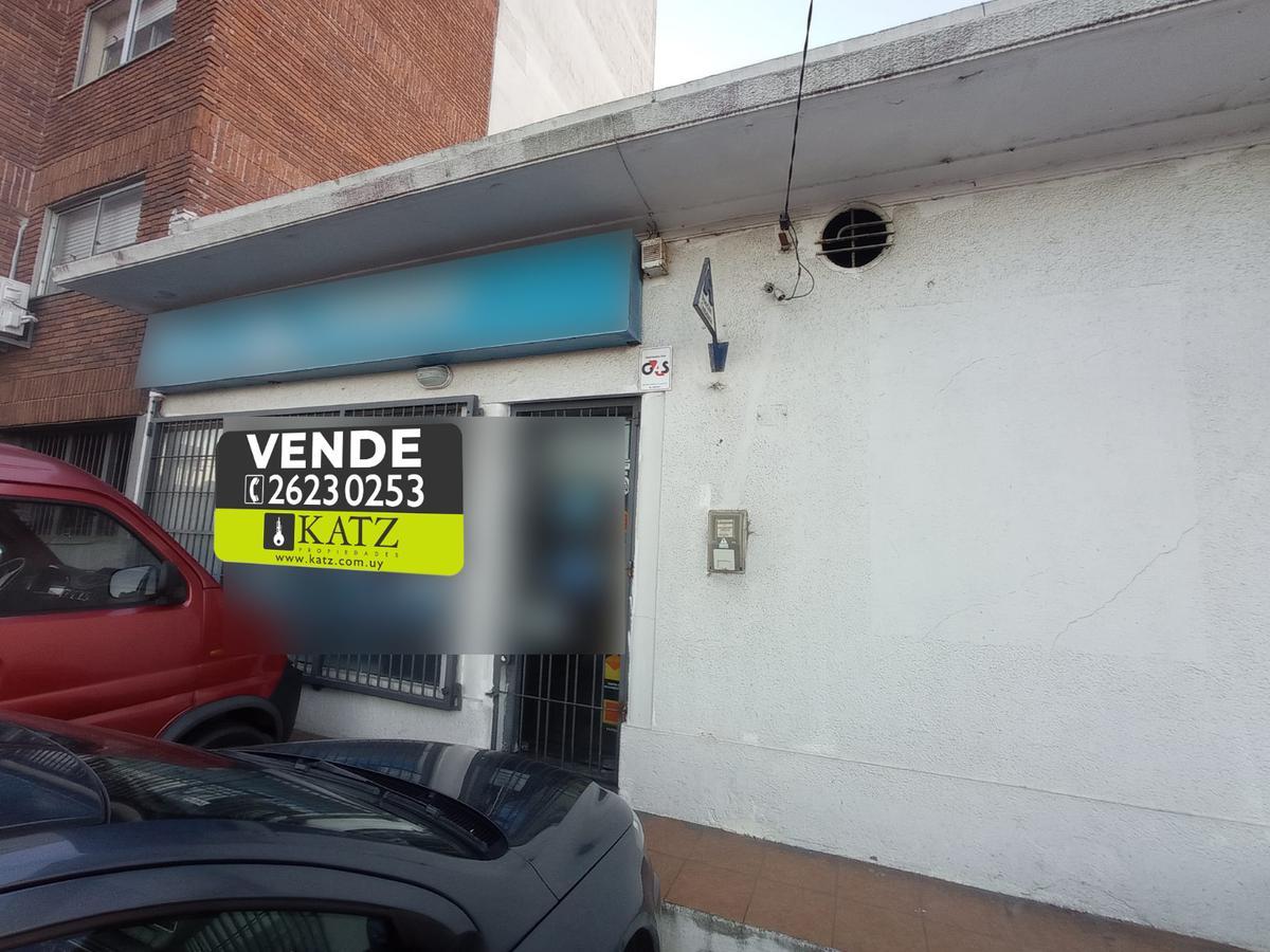 Foto Local en Venta en  Malvín ,  Montevideo  Av. Italia esq. Caldas (ofic. CORREO)