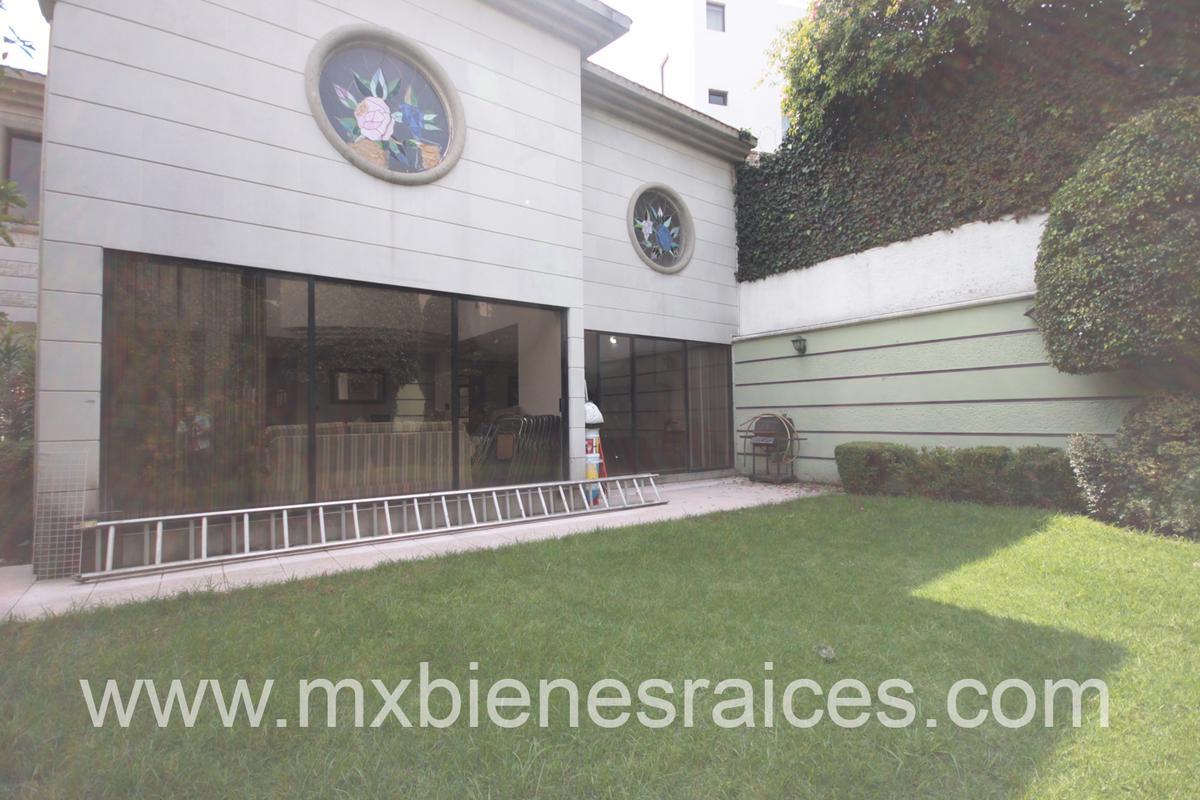 Foto Casa en Venta en  Bosques de las Palmas,  Huixquilucan          Linda Casa con jardin en Villa de las palmas interlomas