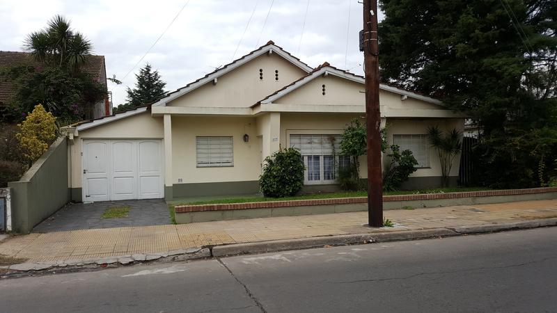 Foto Casa en Venta en  Adrogue,  Almirante Brown  MARTIN RODRIGUEZ 489 Entre J de la Peña y Canale