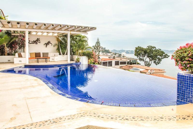 Venta de Casa 4 o mas recamaras en Acapulco Fraccionamiento Joyas de Brisamar