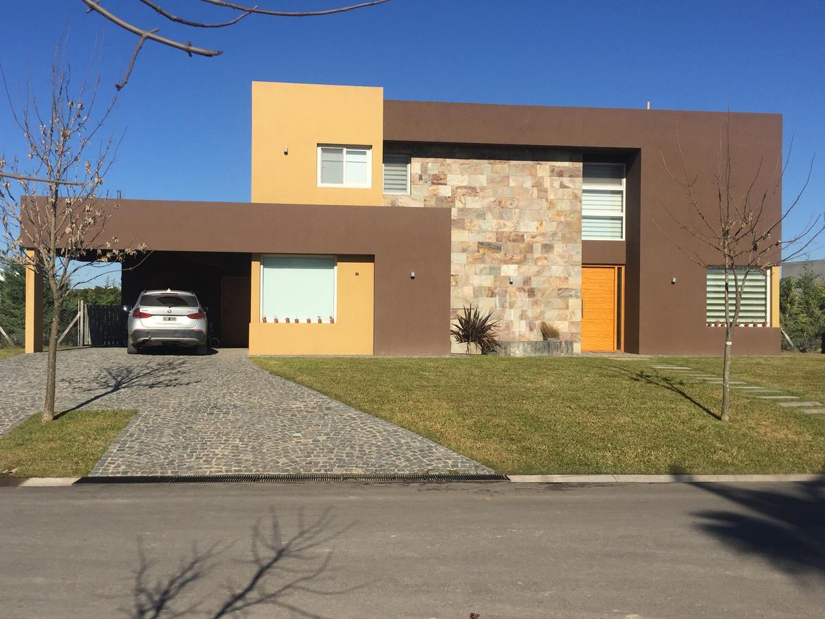Foto Casa en Venta en  El Canton,  Countries/B.Cerrado  Barrio Islas al 50